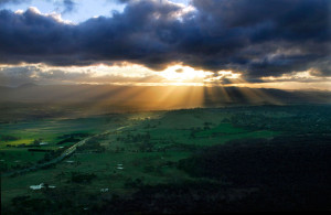 Crepuscular_ray_sunset_from_telstra_tower_edit