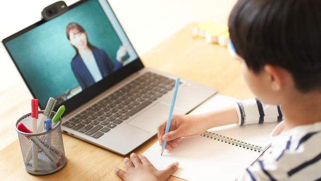 小学生のオンライン授業 イメージ